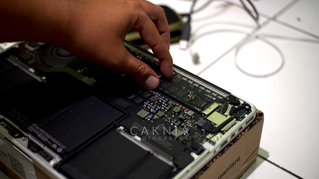 Melepas SSD Macbook Pro Retina