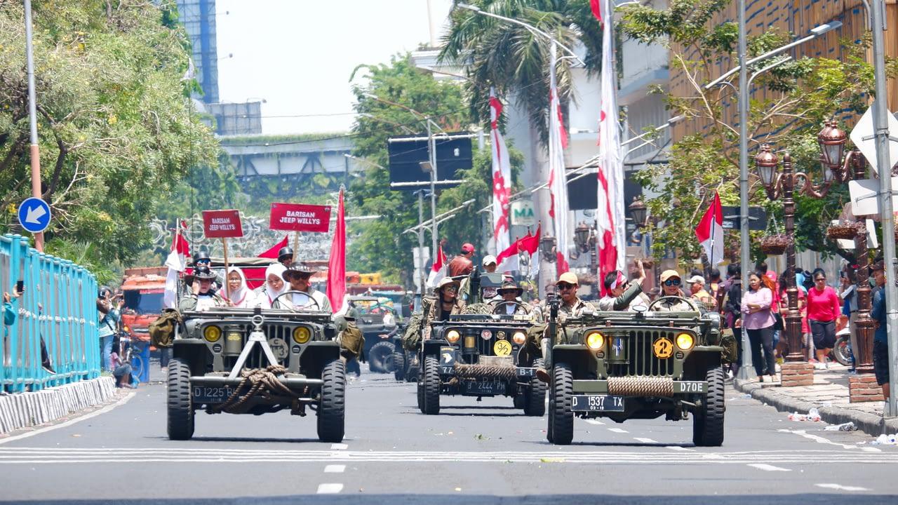 Barisan Jeep Willys dalam Parade Juang