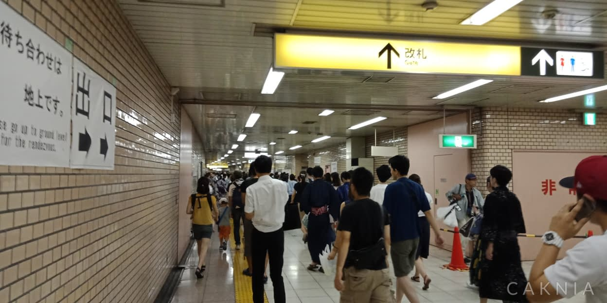 Keramaian di stasiun subway